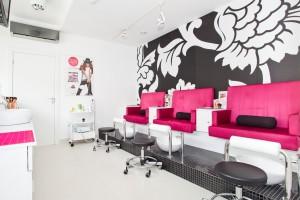 Salon kosmetyczny oferujący usługi pedicure: wanna do pedicure