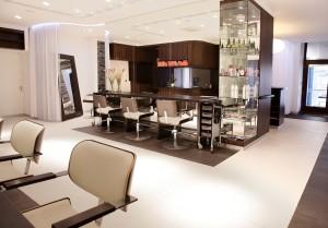 Jak dobrze wyposażyć salon fryzjerski?