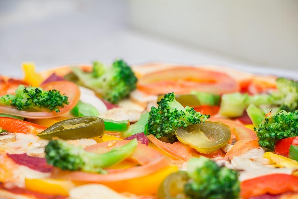 Jak wygląda współpraca z dietetykiem w ramach cateringu dietetycznego?