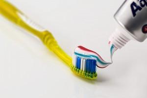 Jak zapobiegać psuciu się zębów?