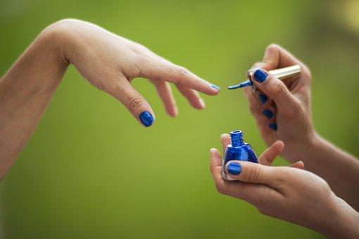 Zabiegi manicure – jakie wyposażenie jest niezbędne?