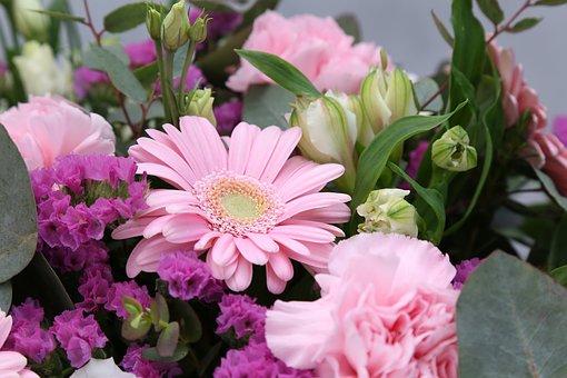 Jakich kwiatów nie może zabraknąć w kwiaciarni?