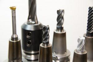 Jakie narzędzia kupić do obróbki twardych materiałów?
